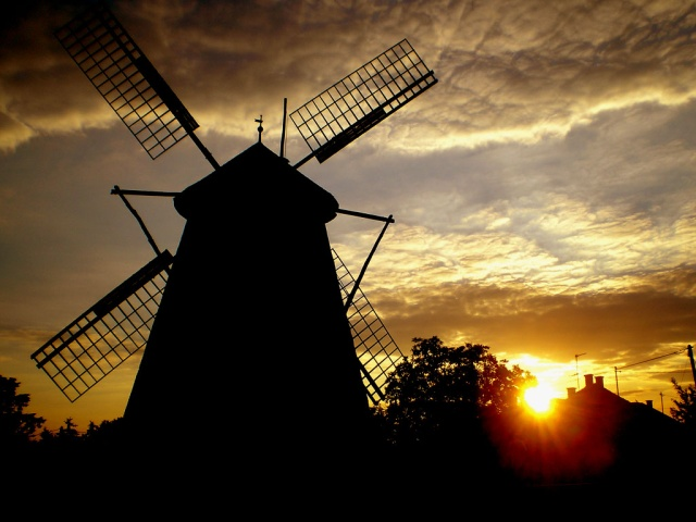 f08_ph_grass-windmill.jpg